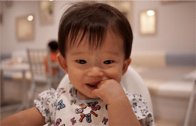 宝宝几个月长牙算正常?出牙信号、应对建议,家长记牢让娃少遭罪