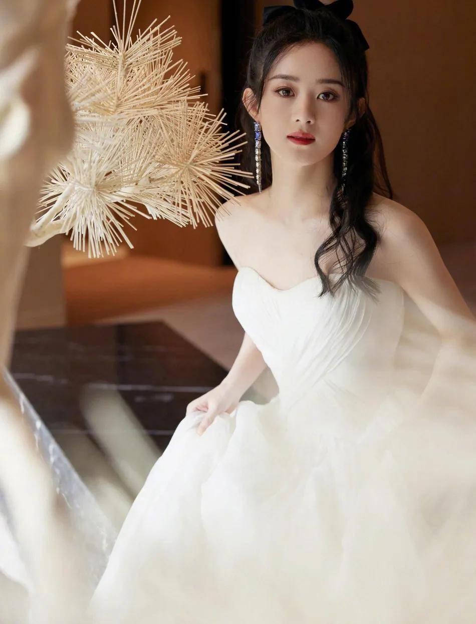 赵丽颖穿白色抹胸长裙美若天仙!雪肤娇嫩太性感甜美