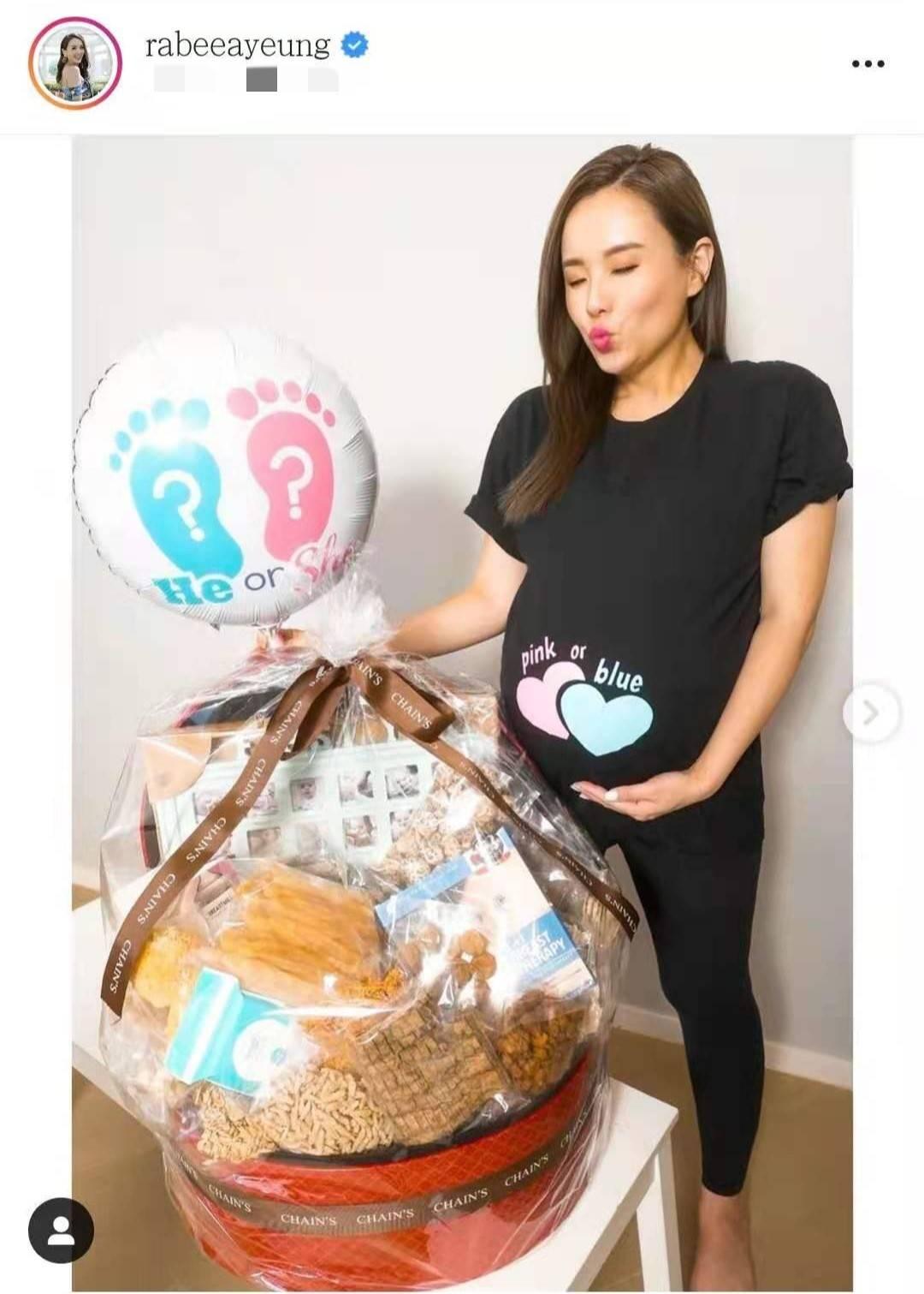 香港小姐杨洛婷晒孕妇照,40岁高龄为爱产二胎,身材不变媲美吉娜