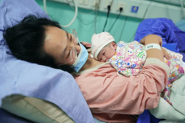 世界母乳喂养周:给宝宝喂奶,不必全听老人言,这些误区早知早避