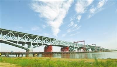 郑济铁路郑州黄河特大桥 主桥成功合龙创多项纪