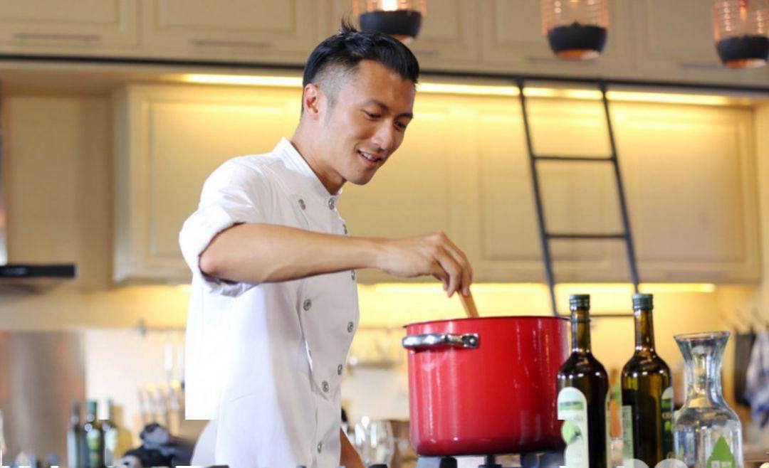 1个锅=4台厨房神器!明星都在用的珐琅锅,焖煮煎炸全搞掂!