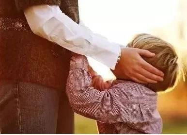 「男孩子」男孩子胆怯怕事 家庭环境有着密不可分的关系,