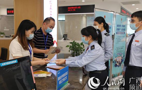 广西梧州:税法宣传有你有我