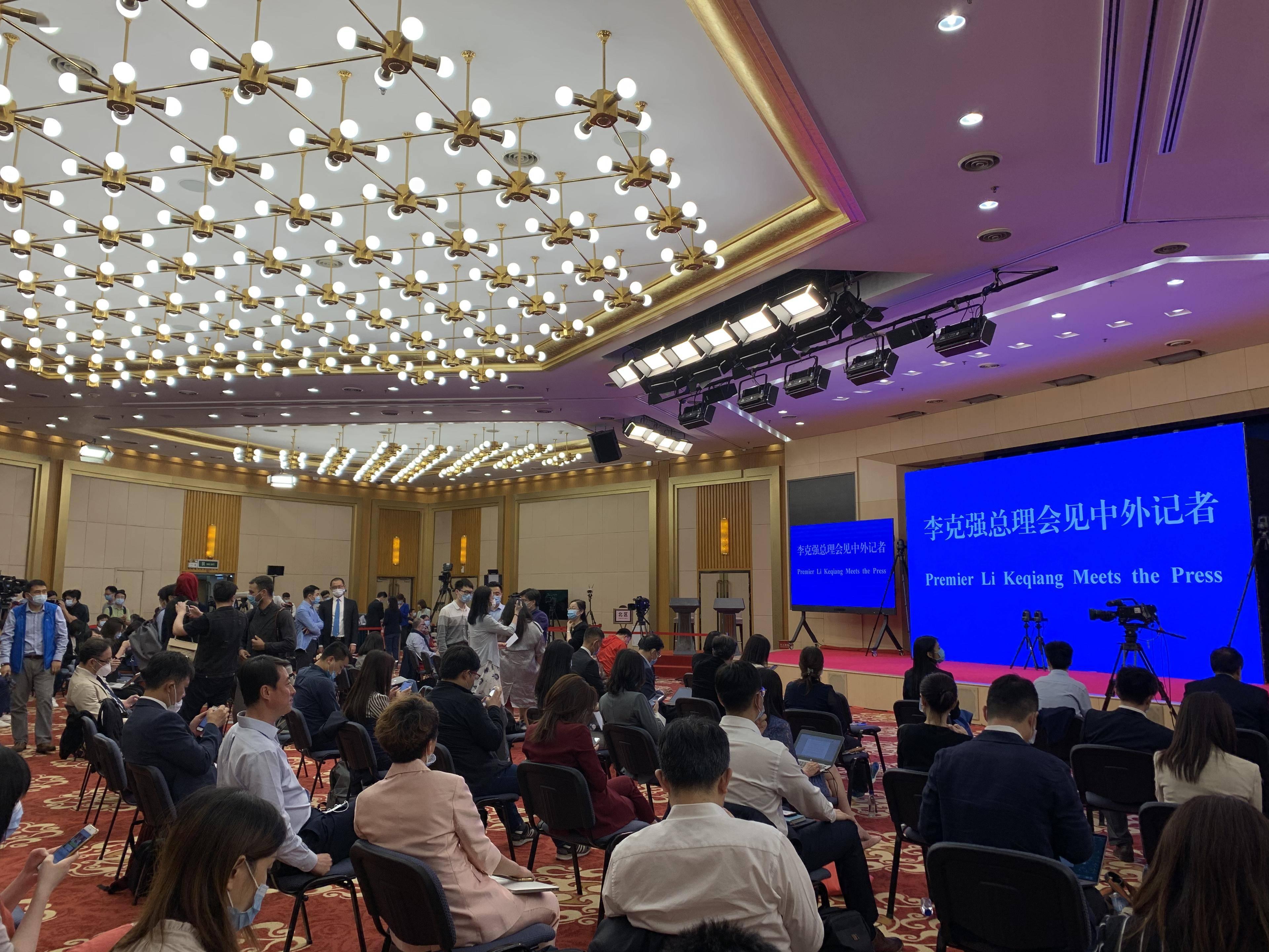 """两会日记 两小时回答11个问题 总理记者会释放中国发展""""强音"""""""