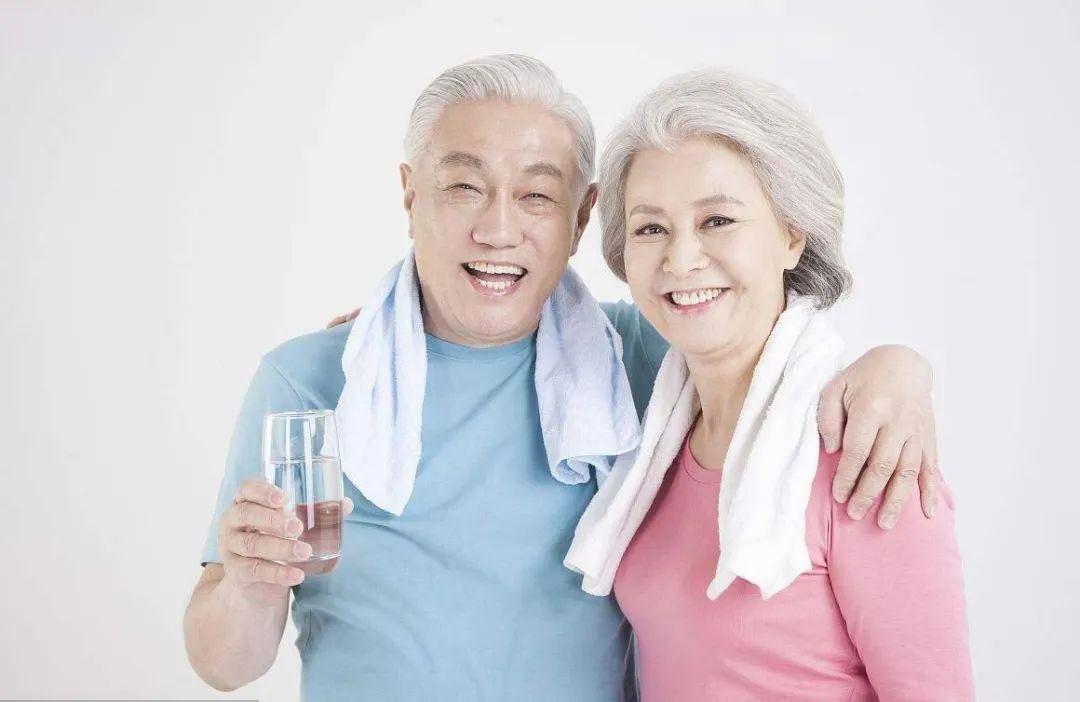 在接下来的一年里 人们经常因喝水或中风的先兆