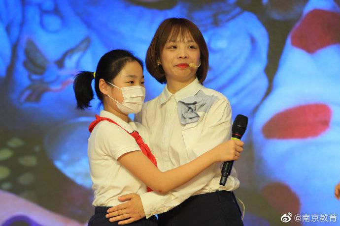 南京抗疫人员进校园与青少年面对面