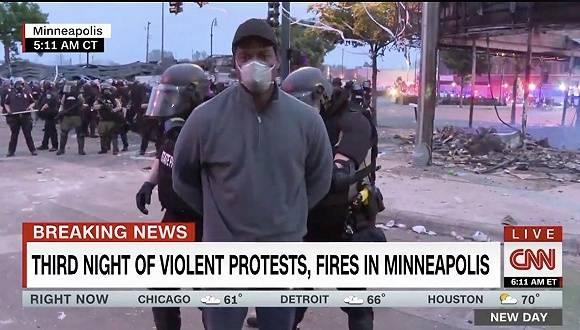 在抗议警方对黑人暴力执法现场,CNN黑人记者被逮捕了