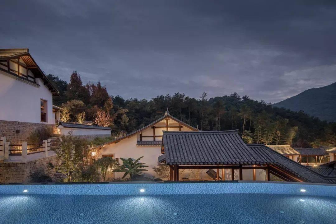 莫干山野奢森林美宿,3000亩果园湖畔草坪泳池,loft房山林露台,采摘遛娃360°躺看星空!