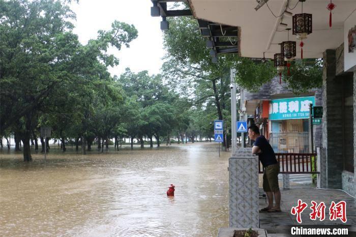 广西柳江柳州段再现超警戒洪水 水