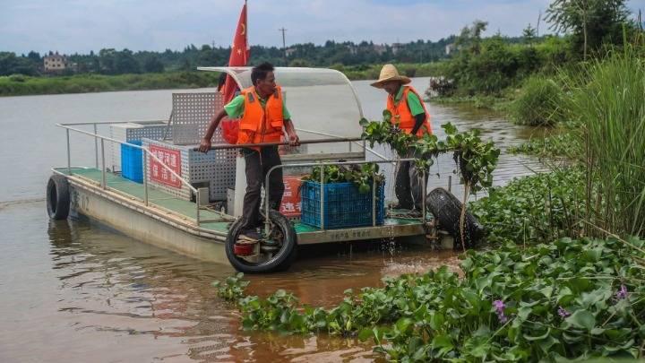 江西廣昌:保潔河道助力生態文明建設
