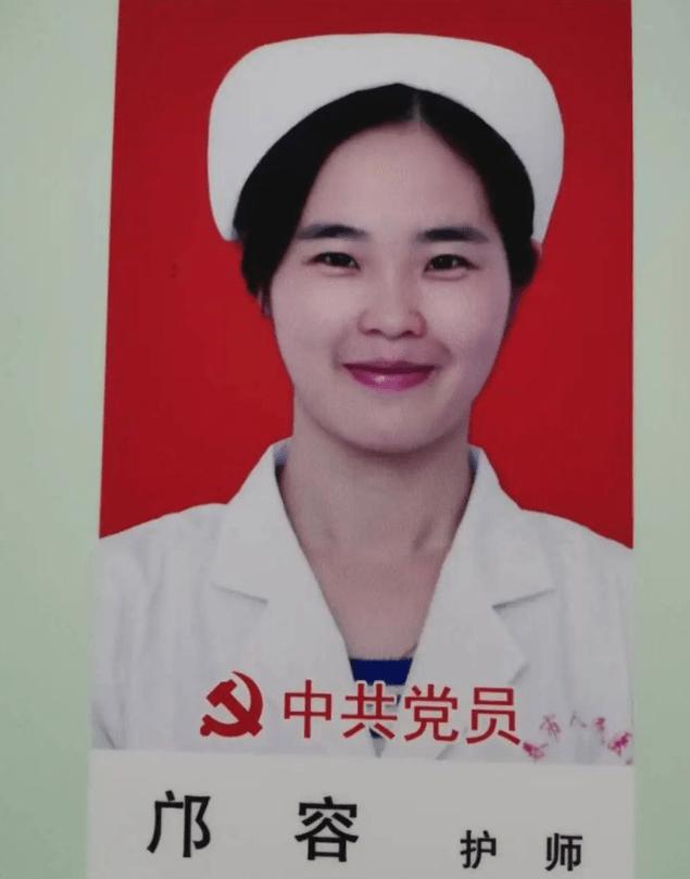 【暖新闻·江西2020】一男子街头发病倒地宜春女护士抛下年幼儿子跪地救人