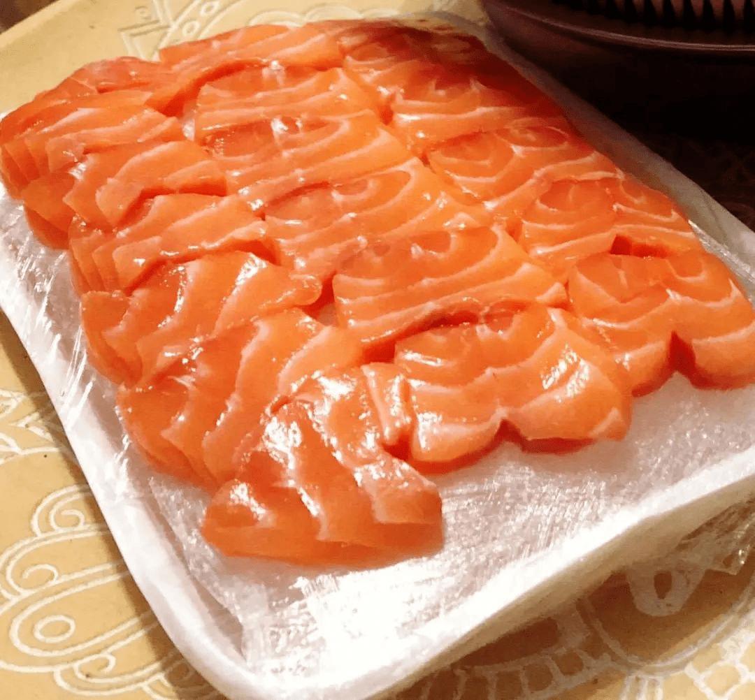 """北海市场的三文鱼卖不动!商家吐槽""""比以前少了一半以上"""""""