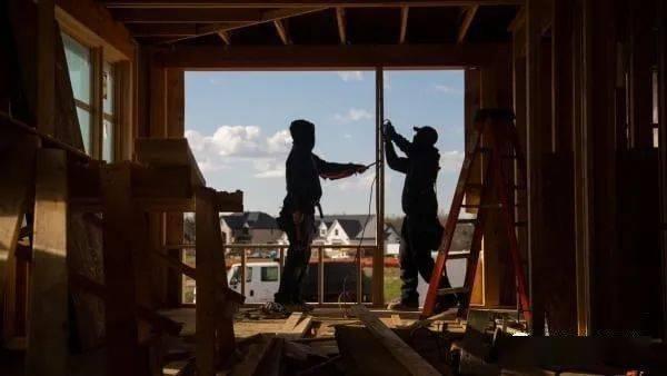美国房地产市场正在复苏,建筑商信心指数出现有史以来最高月涨幅