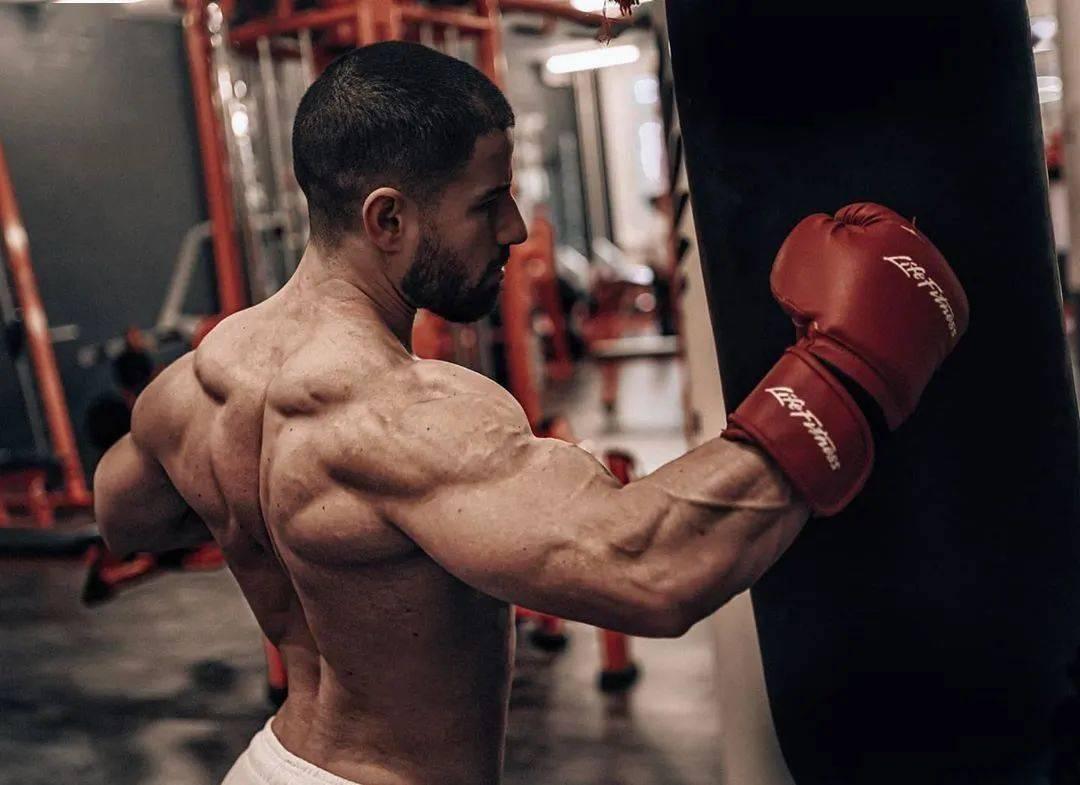 健身12年从未用过任何补剂,一样练出逆天惊人身材! 高级健身 第13张
