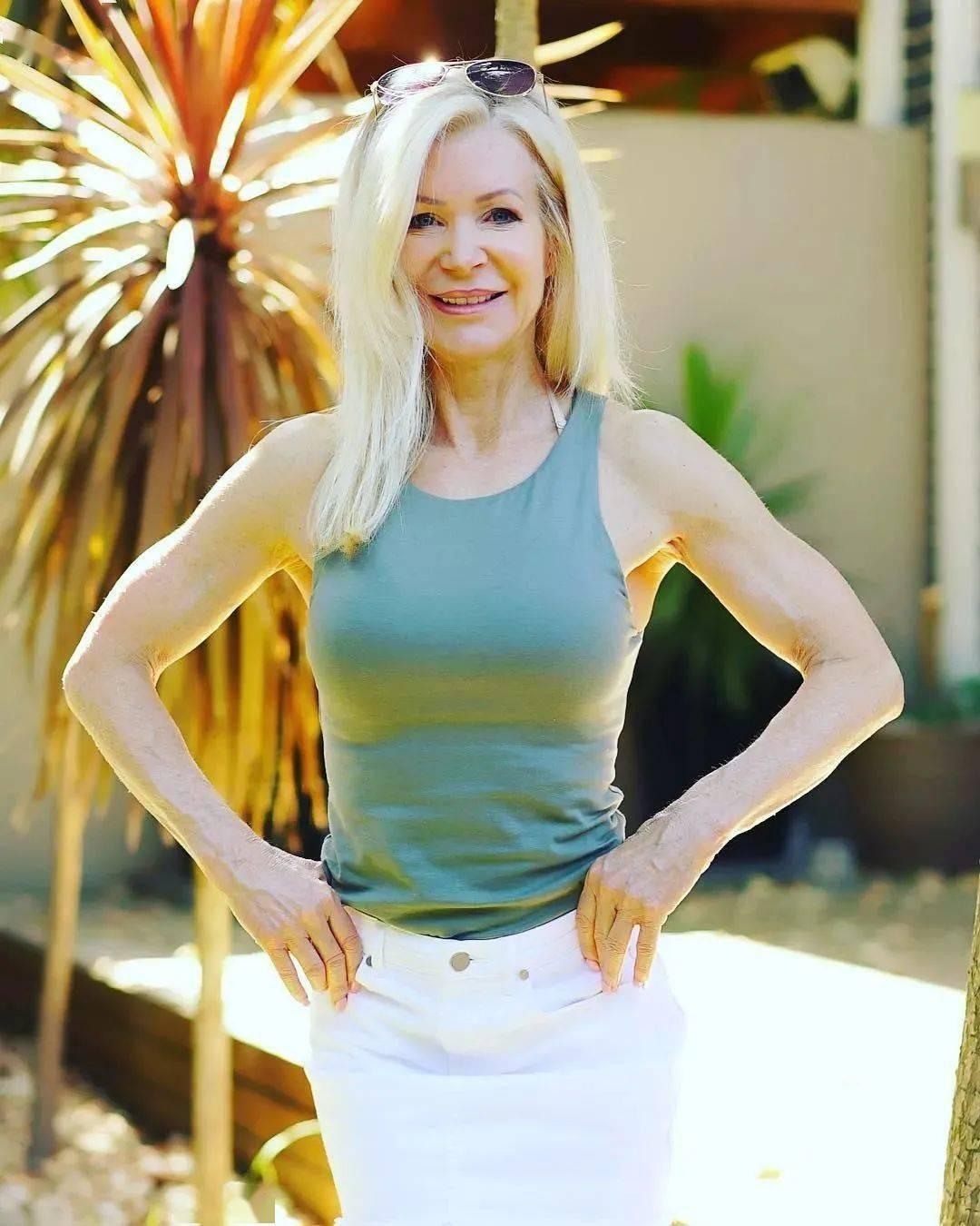 她48岁开始健身,64岁时身材如20岁少女,撸铁16年! 中级健身 第47张