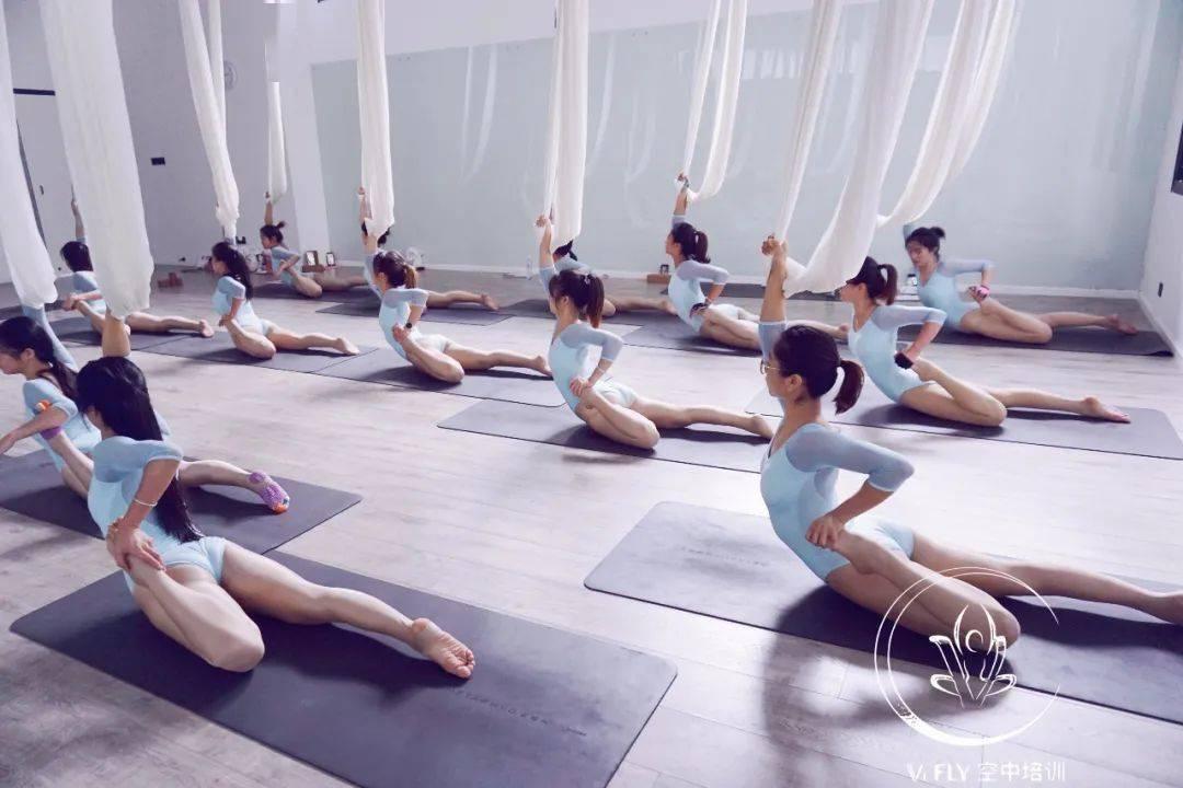VI FLY空中瑜伽1-3级实用教学培训|漳州站_体式 高级健身 第2张