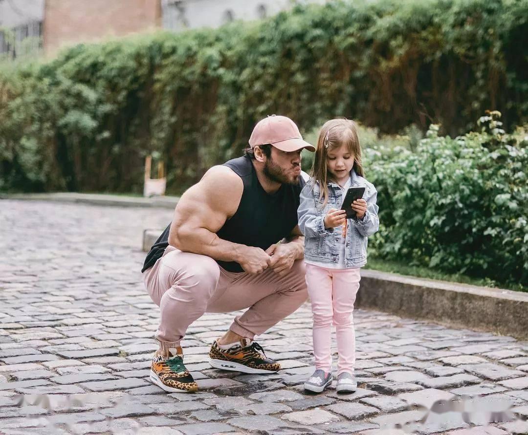 55cm臂围的肌肉硬汉,看了他的奶爸日常,我都想生娃了 初级健身 第31张