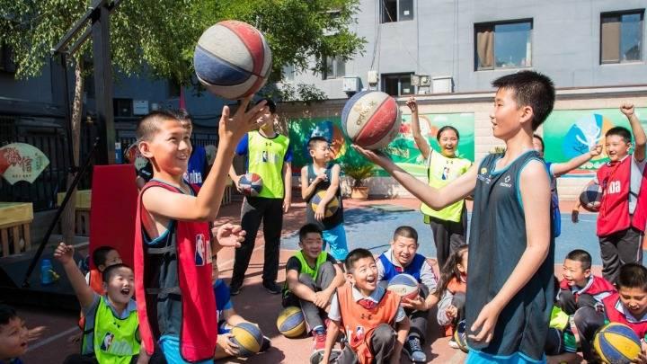 内蒙古呼和浩特:花样篮球 炫动校园