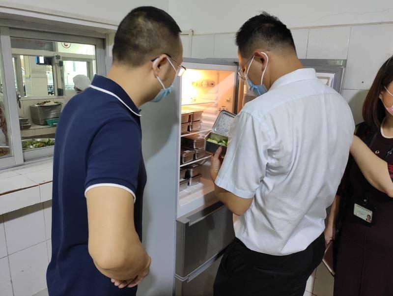 深圳家长投诉一学校食堂饭菜不新鲜,教育局突查后要求整改上报