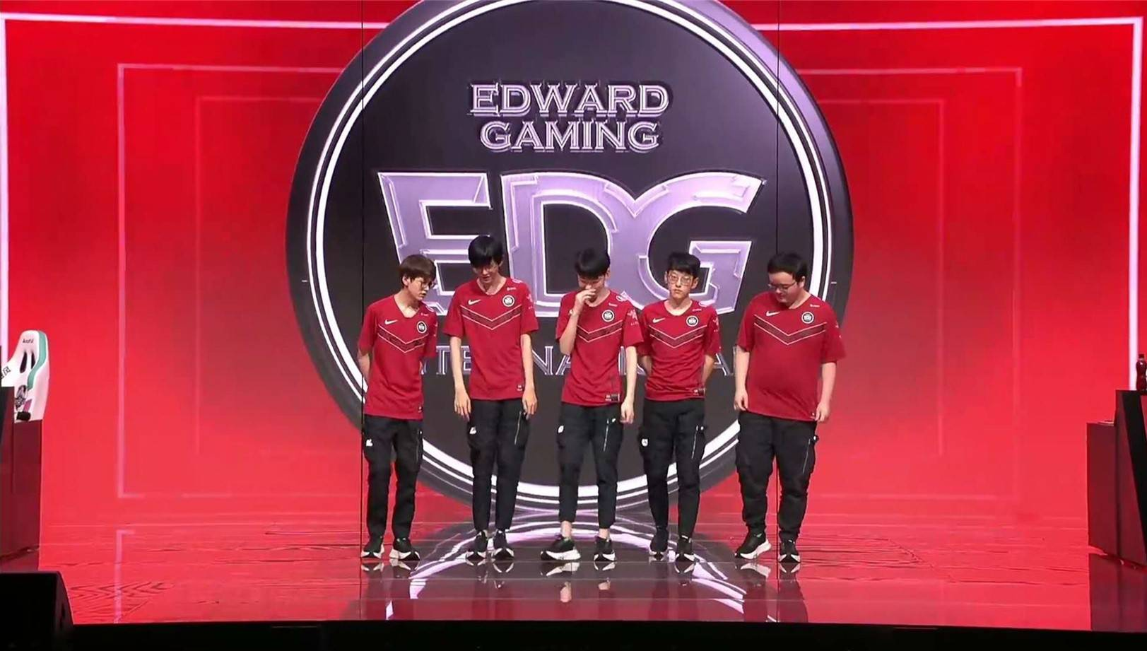 EDG击败RW结束三连败阿布被EDG第二盘的胜利惊呆了