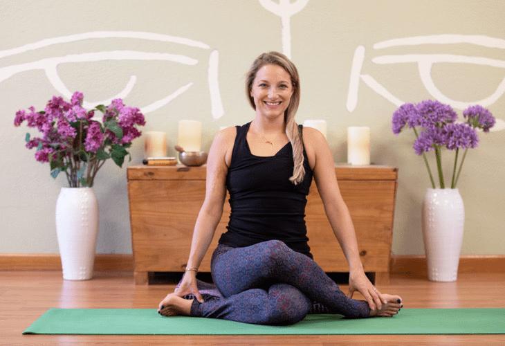 2 套适合周末练习的修复瑜伽序列,舒缓压力,让你身心舒畅!