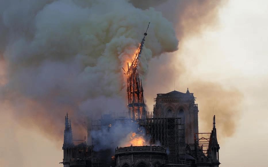 巴黎圣母院|马克龙同意巴黎圣母院塔尖原样重建