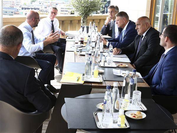 欧盟应对疫情峰会矛盾升温,马克龙大骂奥地利总理