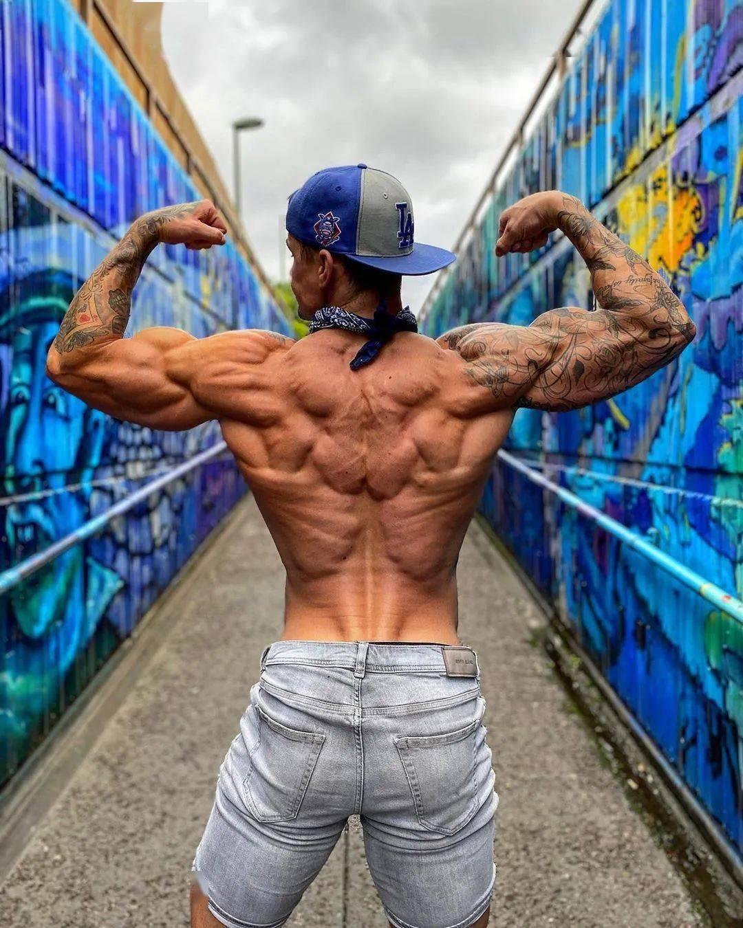 三角肌后束训练:V把下拉,帮你强化后肩肌群!