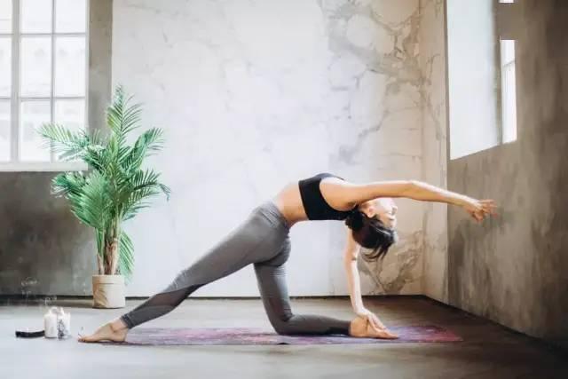 练瑜伽,原本只是想开胸开肩,最终打开了心