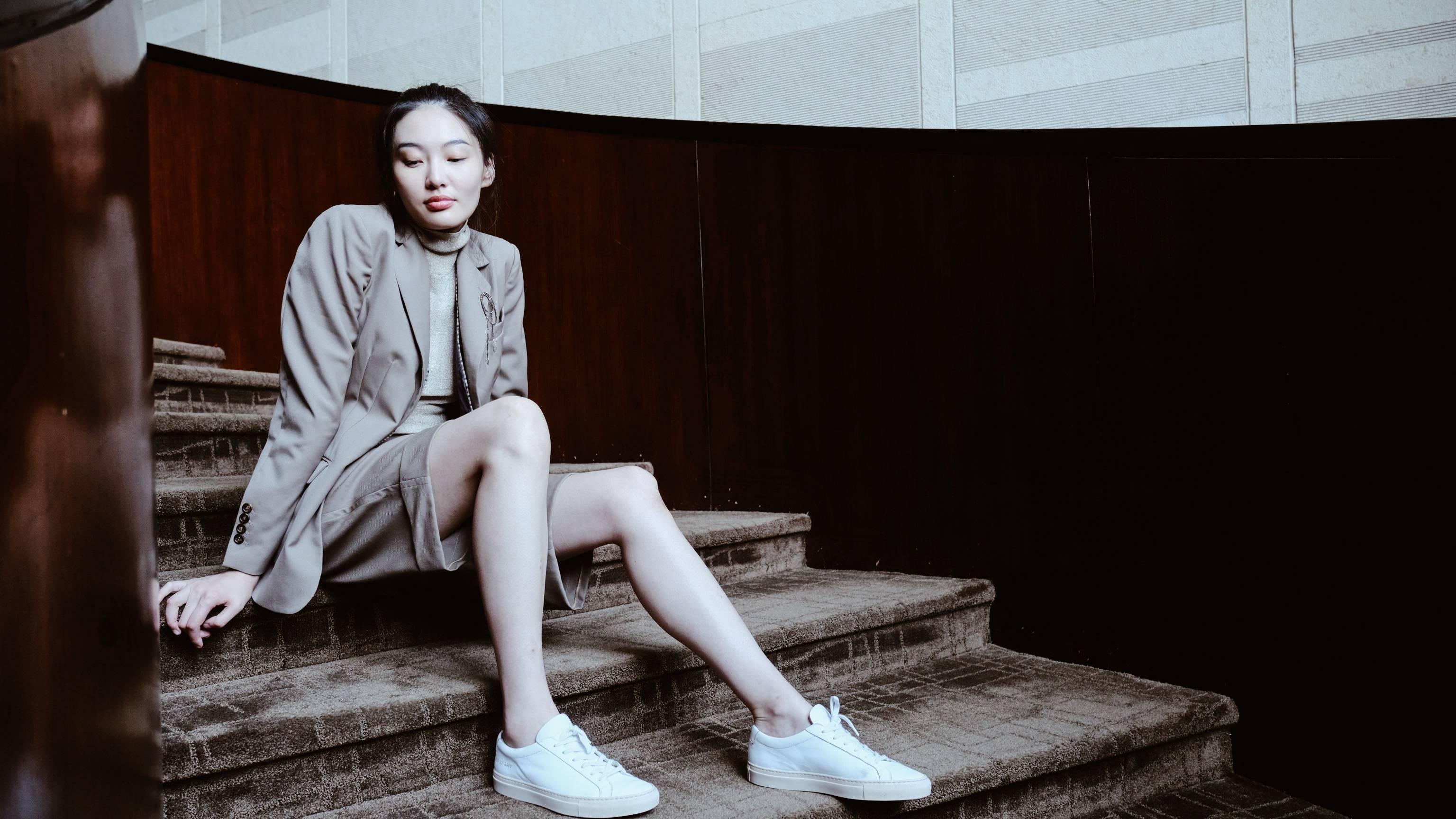 陈碧舸身着西服 完美诠释知性与干练