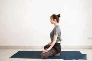私教才会教你的 1 套瑜伽辅具使用方法,学到就是赚到!