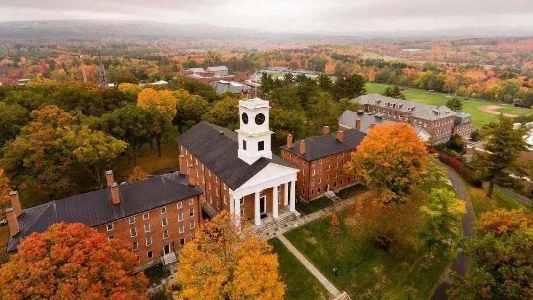 美国大学为开学拼了:降学费、租酒店、发IPAD……