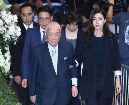 《富豪许世勋去世,儿媳李嘉欣哭晕,420亿遗产一分不留给独子!》