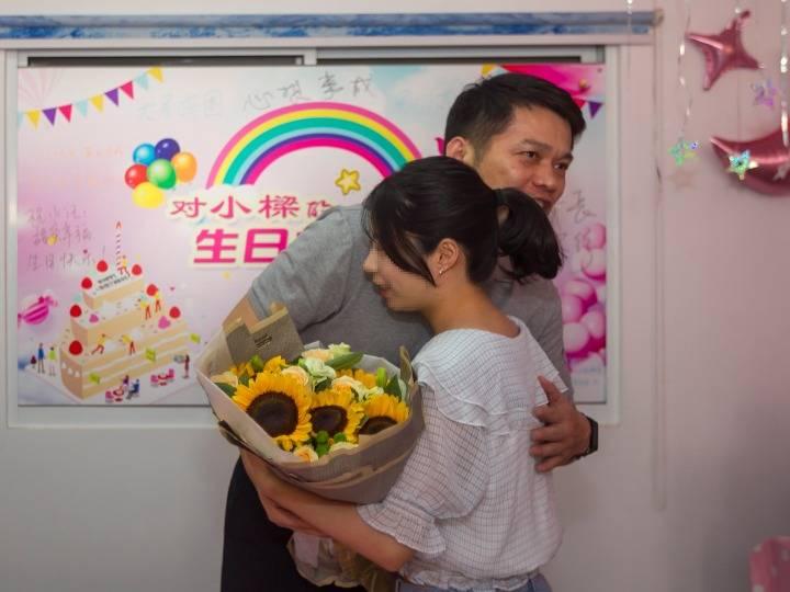 """18岁、成人礼、上大学——上海这家救助站的""""女儿""""长大了"""