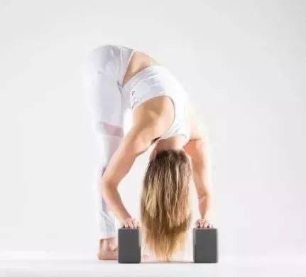 瑜伽「 前屈 」的 5 个变体,拉伸的不仅仅是大腿后侧