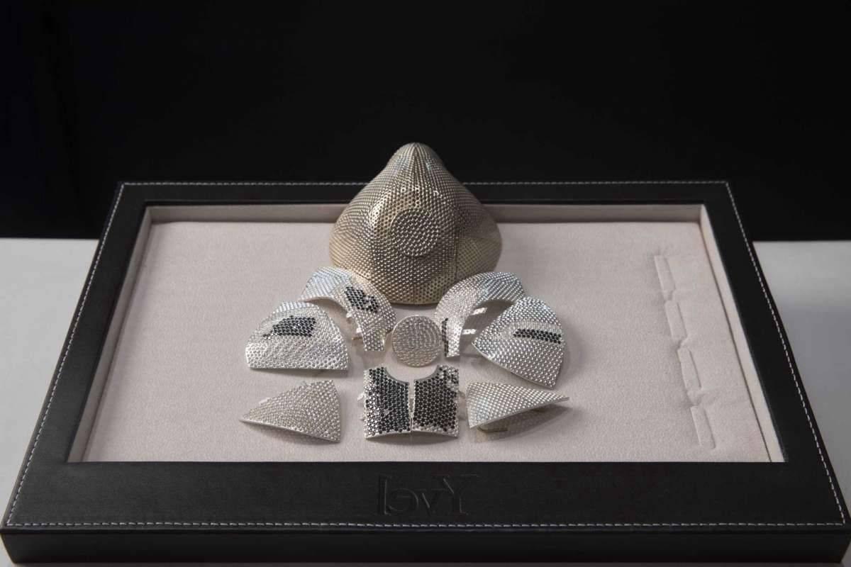 世界最昂貴口罩你見過嗎?以色列公司推出一款珠寶口罩