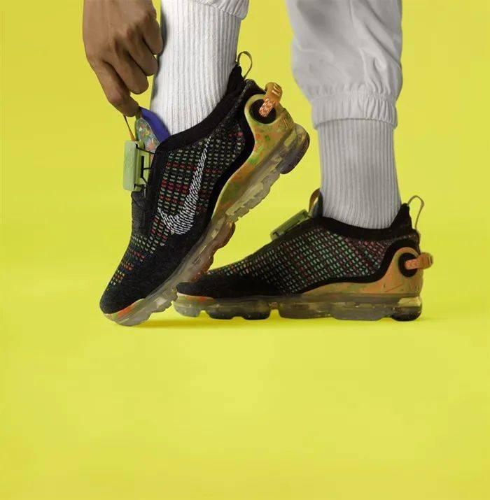 勒布朗送少年「特殊球鞋」,设计师道出真相,让人超感动!插图(18)