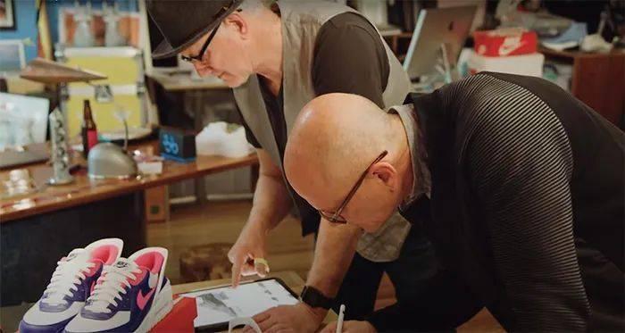 勒布朗送少年「特殊球鞋」,设计师道出真相,让人超感动!插图(30)