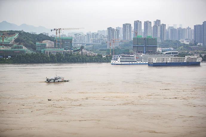 重庆的洪水退了近4米,但还是超保