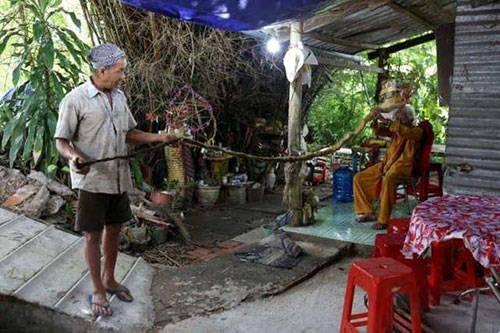 """越南92岁男子蓄发80多年长达5米,称剪掉""""自己就会死"""""""