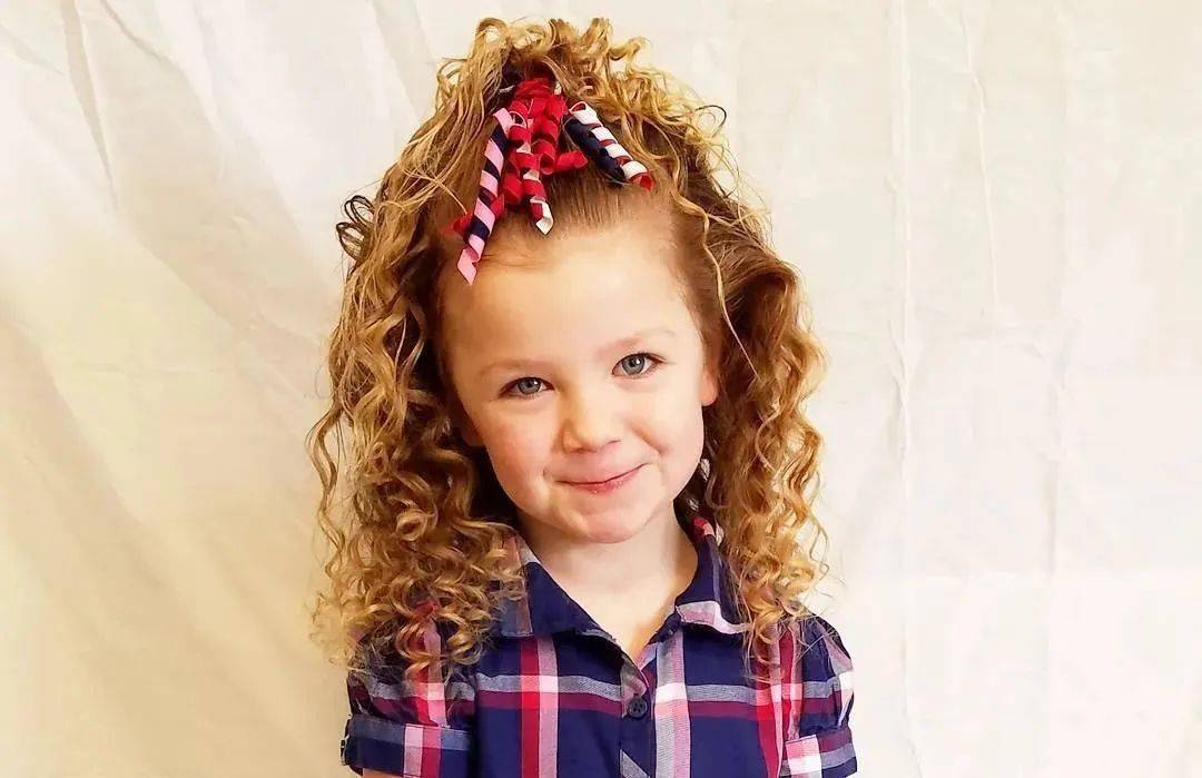 自己是光头,却365天变着花样给女儿编头发,这是什么神仙老爸!