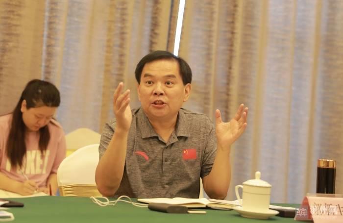 省体育局来到滨滨调研体育事务。