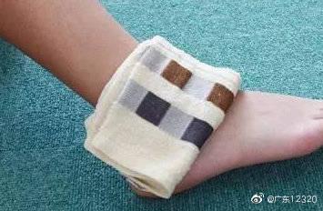 扭伤了,扭伤了脚踝--当然不要想按摩,热敷! 脚崴后怎么防止反复扭伤
