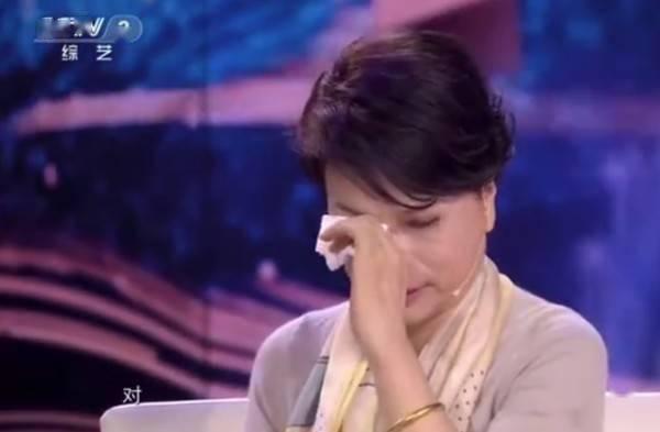 董明珠哭了…原来是听了以自己故事改编的电视主题曲