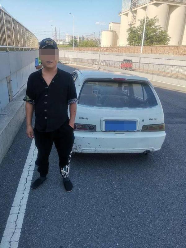 驾驶人开报废车二次酒驾 遇交警倒车想跑被查处