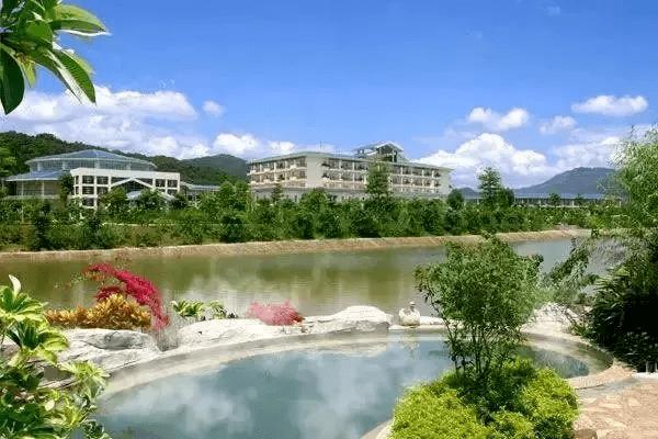 ¥599国庆价抢南昆山两房一厅主题公寓! 含温泉+水上乐园门票! 打卡70+特色天然真温泉+12万平方米的欢乐水世界!