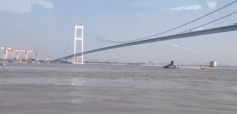天文大潮期间,居然有11个人游过了长江!失去联系...