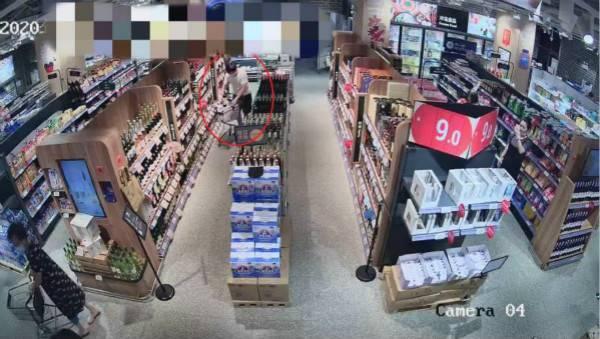 爱喝进口红酒但嫌贵 男子超市盗窃当场被抓