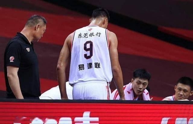 广东队总经理 朱芳雨接受央视采访承认,易建联将缺席新赛季CBA